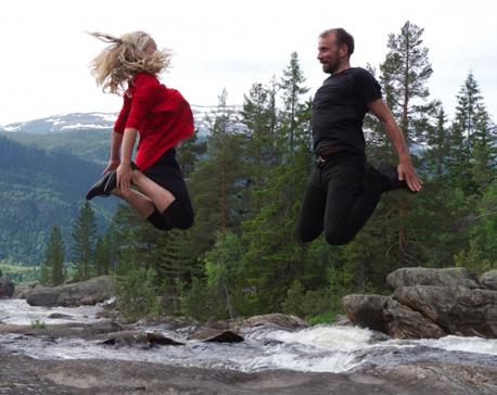VDFF_Vilde_and_teacher_jumping_outside